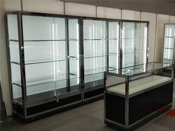 宝飾ワイドケース(黒) ガラスケース 現場写真