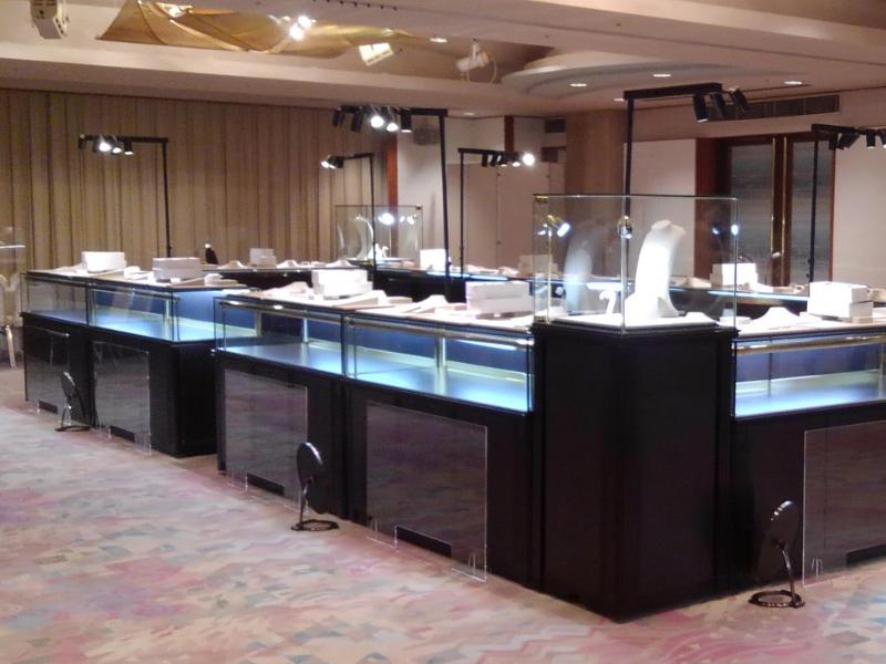 金波楼で開催された宝飾品展示会