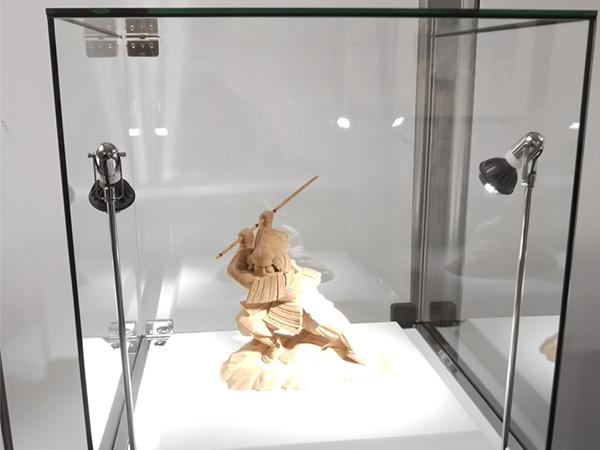 木彫り彫刻の展示