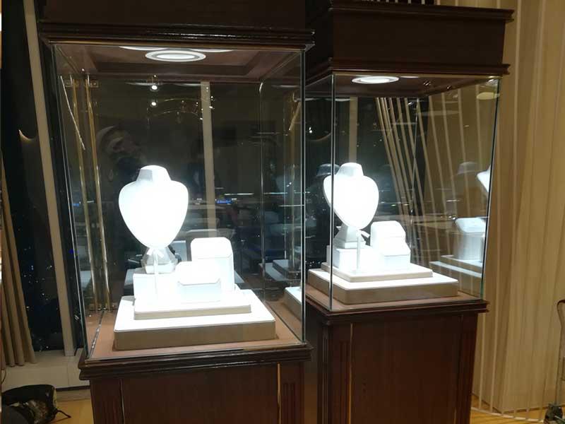 名古屋駅前百貨店の宝飾品展示販売会