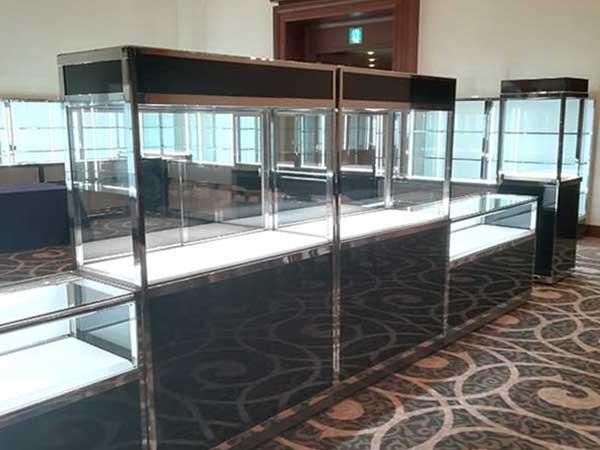 大阪での骨董品の展示、オークション事例