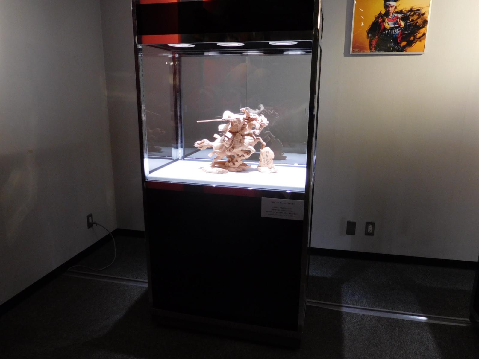 ワイドハイケースを使った彫刻展示02