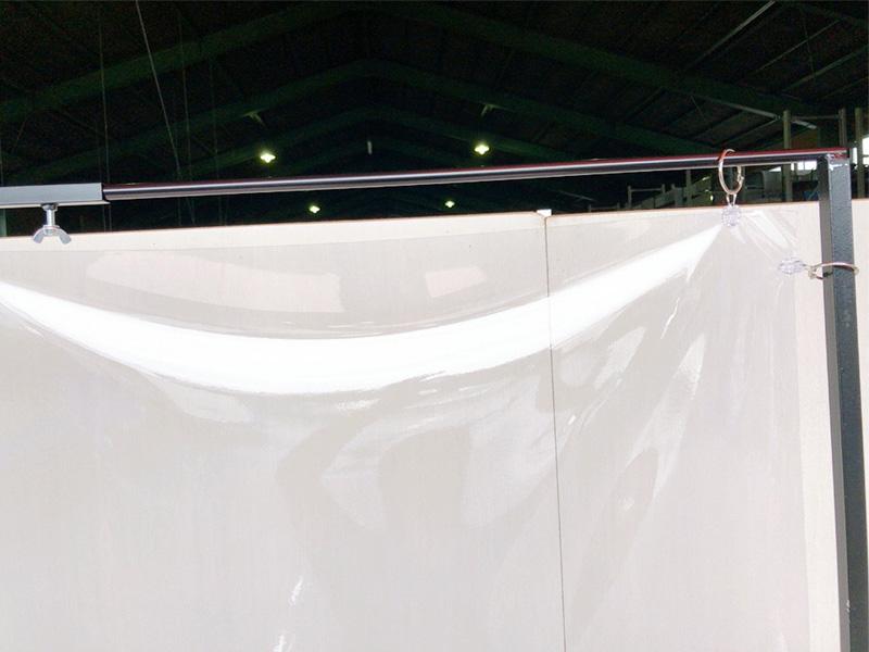 スタンド式飛沫感染防止ビニールフレーム 伸縮タイプ 使用イメージ2