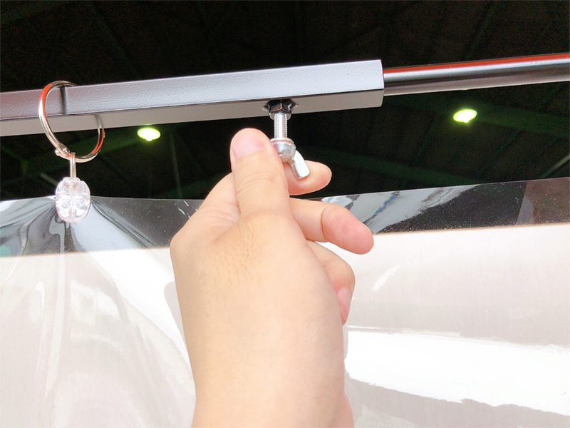スタンド式飛沫感染防止ビニールフレーム 伸縮タイプ 使用イメージ4