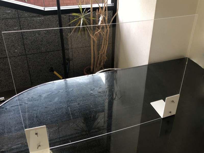 廉価版飛沫を防ぐ透明衝立ボード