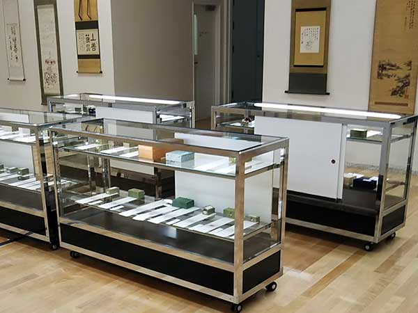 美術館での印章や蔵書印書物の展示会