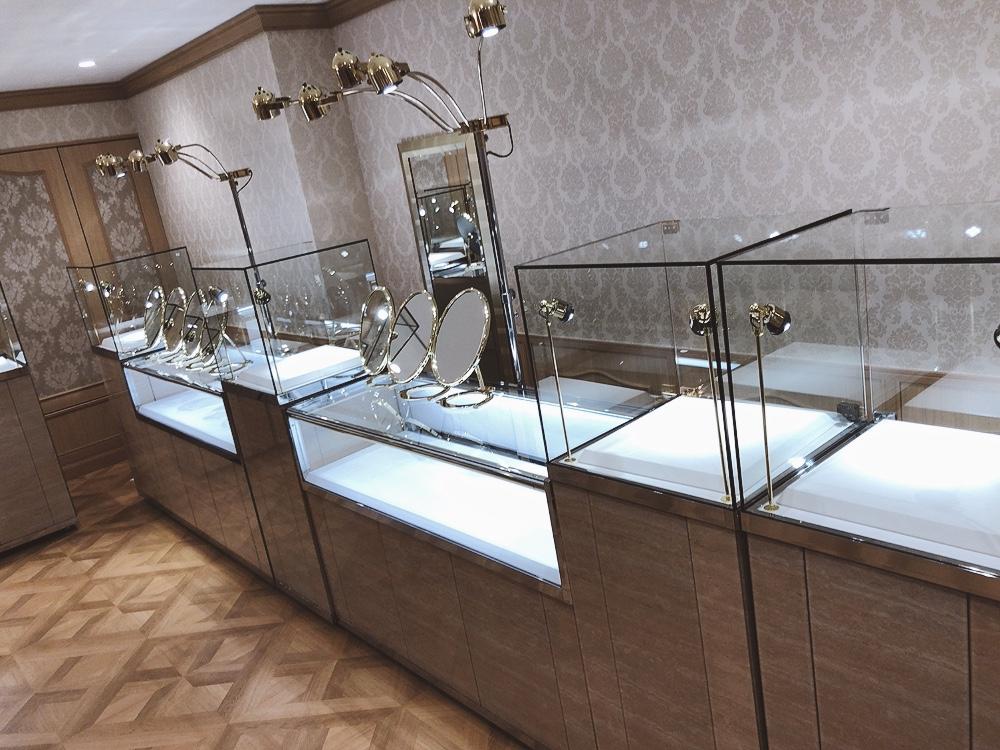 東京の5つ星ホテル併設のアパレル店舗にてジュエリー展示会